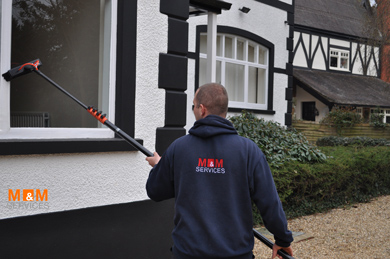 cleaning domestic house windows quickly with poles and ionised water
